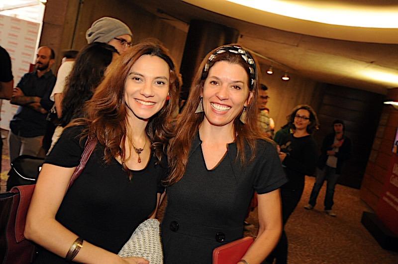 A jornalista Flavia Guerra com Renata Druck