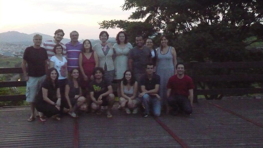Equipe de realizadores, consultores e equipe Historia que Ficam reunida